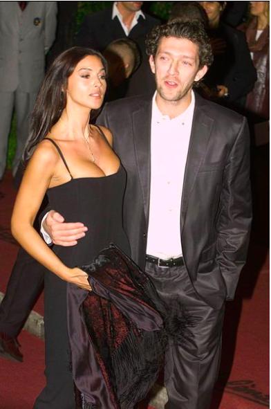 Tài tử Vincen Cassel đi biển với vợ người mẫu kém 30 tuổi ảnh 6