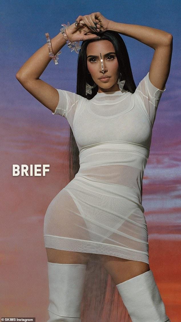'Kim siêu vòng 3' tung ảnh cực gợi cảm giữa tin đồn được nhiều người theo đuổi sau ly hôn ảnh 8