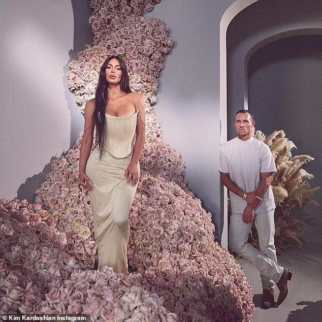 'Kim siêu vòng 3' tung ảnh cực gợi cảm giữa tin đồn được nhiều người theo đuổi sau ly hôn ảnh 5