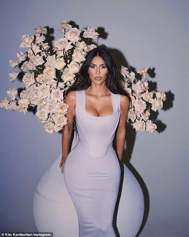 'Kim siêu vòng 3' tung ảnh cực gợi cảm giữa tin đồn được nhiều người theo đuổi sau ly hôn ảnh 1