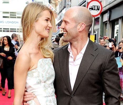 Bạn gái 'Người vận chuyển' Jason Statham quyến rũ mê mẩn với nội y ảnh 4