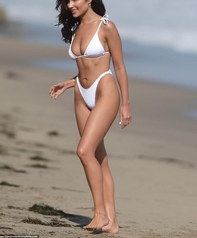 Hoa hậu hoàn vũ Olivia Culpo quyến rũ ngất ngây ở biển ảnh 1