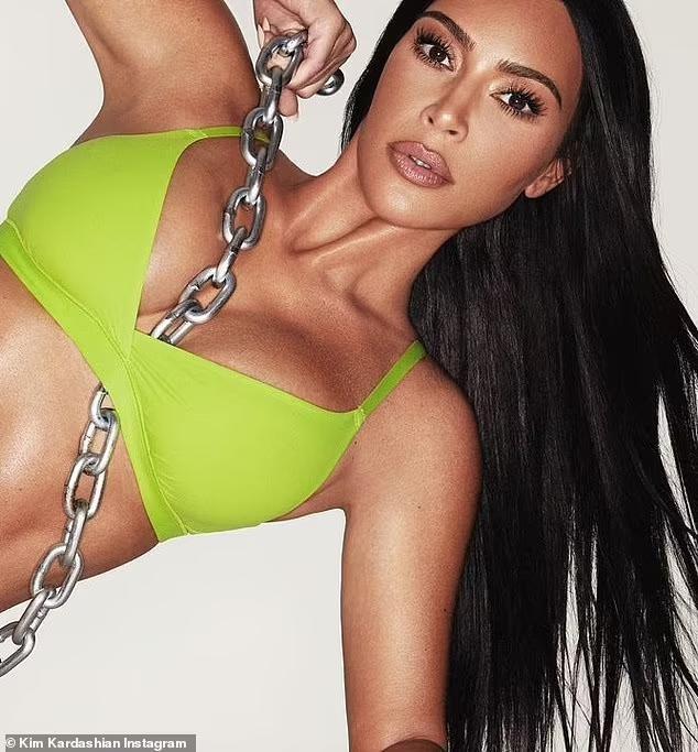 Kim Kardashian khoe thân hình 'rực lửa' với bộ sưu tập nội y màu neon ảnh 6