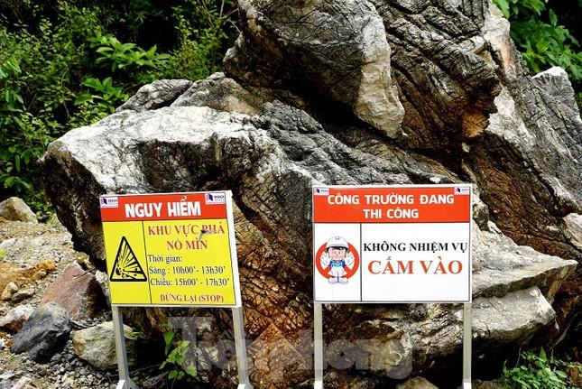 Trên công trường đường hầm xuyên núi đá vịnh Hạ Long ảnh 12