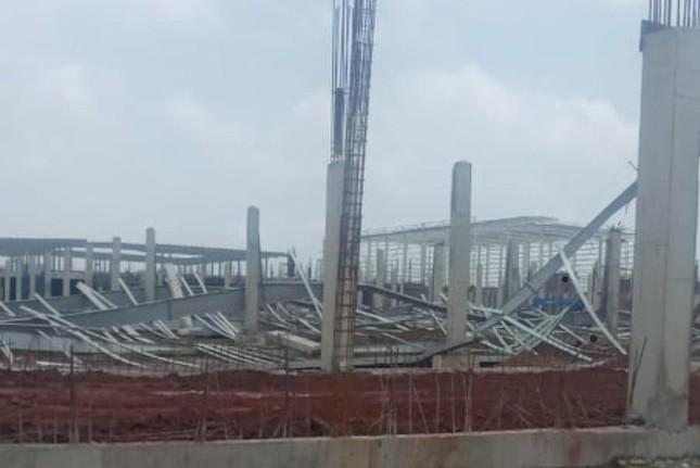 Cuồng phong thổi sập công trình kết cấu bằng thép ở Quảng Ninh ảnh 1
