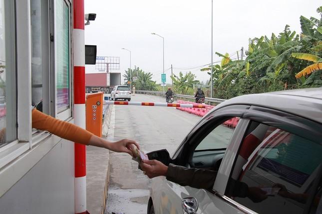 BOT Tiên Cựu xả trạm trong ngày đầu tiên thu phí ảnh 1