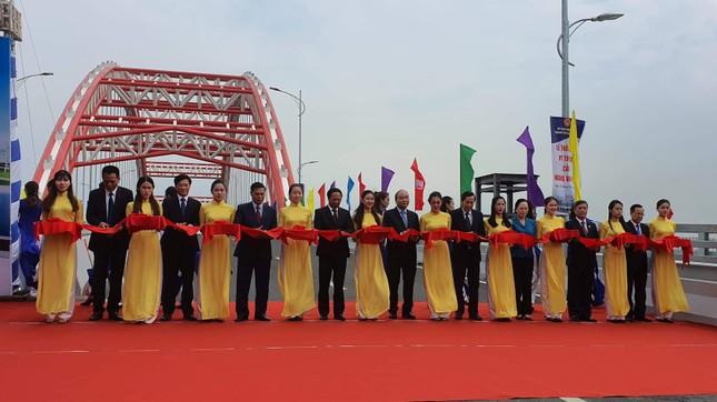 """Thủ tướng Nguyễn Xuân Phúc dự Lễ thông xe cây cầu """"cánh chim biển"""" ảnh 3"""
