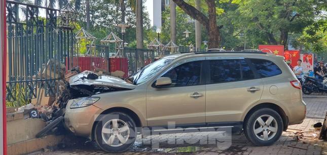 Xe ô tô 'điên' tông hàng loạt người bị thương ở Hải Phòng ảnh 1