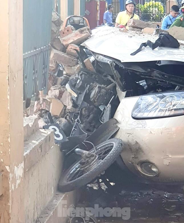 Xe ô tô 'điên' tông hàng loạt người bị thương ở Hải Phòng ảnh 2