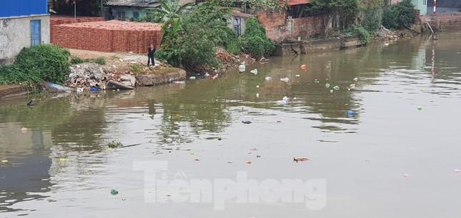 Sông ở Hải Phòng 'bội thực' rác sau khi đưa ông Táo về trời ảnh 11