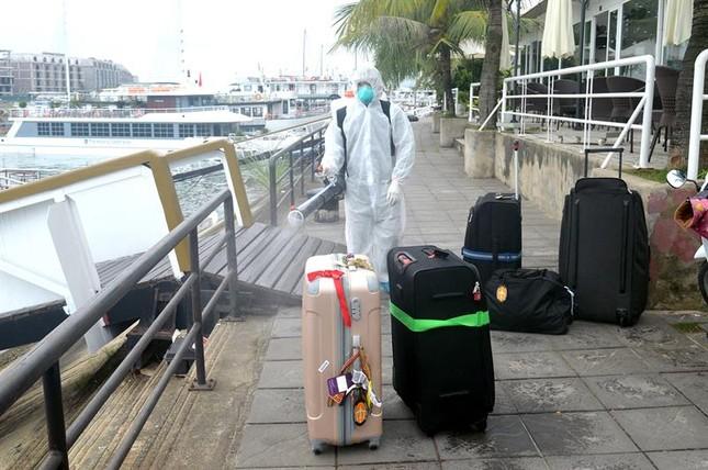Cách ly tàu du lịch có hành khách bay cùng cô gái nhiễm Covid-19 ảnh 3
