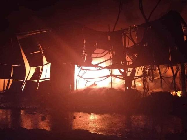 Kho chứa 1.000m2 ở Cẩm Phả bốc cháy dữ dội vào rạng sáng ảnh 1