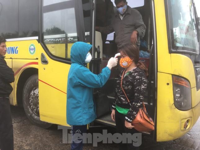 Nhìn gần chốt đường bộ kiểm tra người, phương tiện vào Quảng Ninh ảnh 4