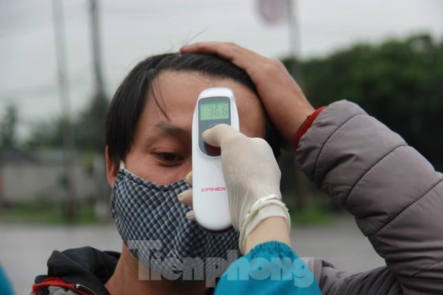 Nhìn gần chốt đường bộ kiểm tra người, phương tiện vào Quảng Ninh ảnh 9