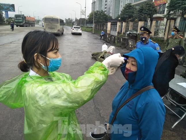 Nhìn gần chốt đường bộ kiểm tra người, phương tiện vào Quảng Ninh ảnh 5