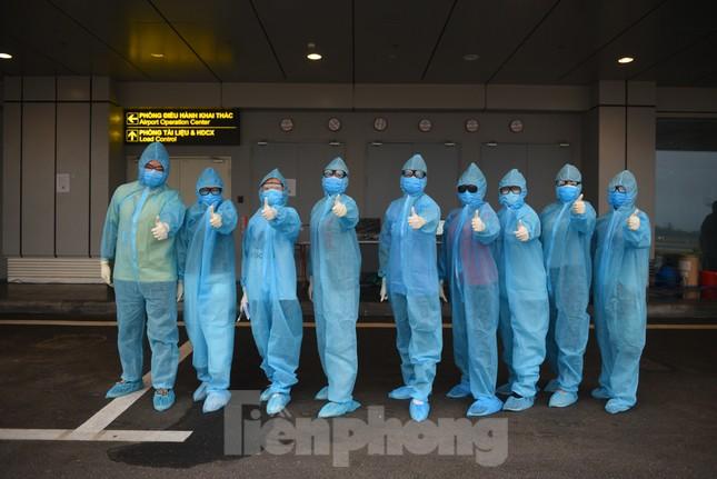 Sân bay Vân Đồn đón thêm hơn 500 người Việt về từ vùng dịch châu Âu ảnh 8