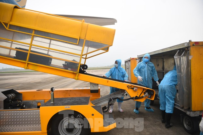 Sân bay Vân Đồn đón thêm hơn 500 người Việt về từ vùng dịch châu Âu ảnh 6