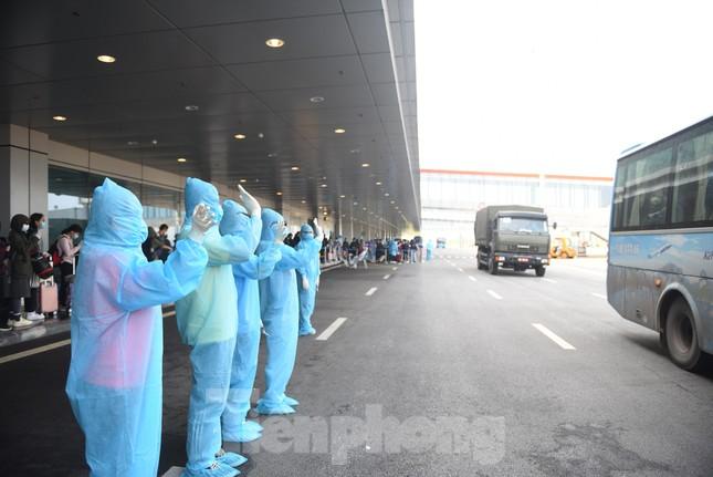 Sân bay Vân Đồn đón thêm hơn 500 người Việt về từ vùng dịch châu Âu ảnh 9