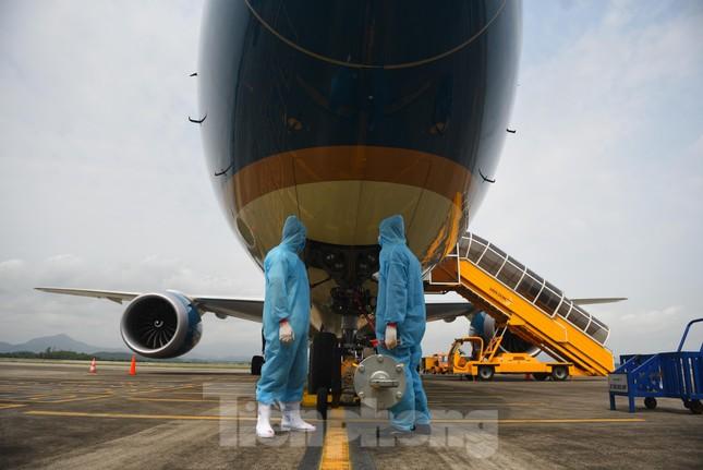 Sân bay Vân Đồn đón thêm hơn 500 người Việt về từ vùng dịch châu Âu ảnh 4
