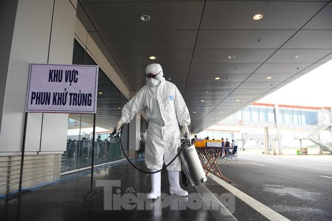 Sân bay Vân Đồn đón thêm hơn 500 người Việt về từ vùng dịch châu Âu ảnh 5