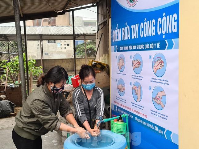 'Biến' lốp xe thành bồn rửa tay công cộng chống COVID-19 ảnh 7