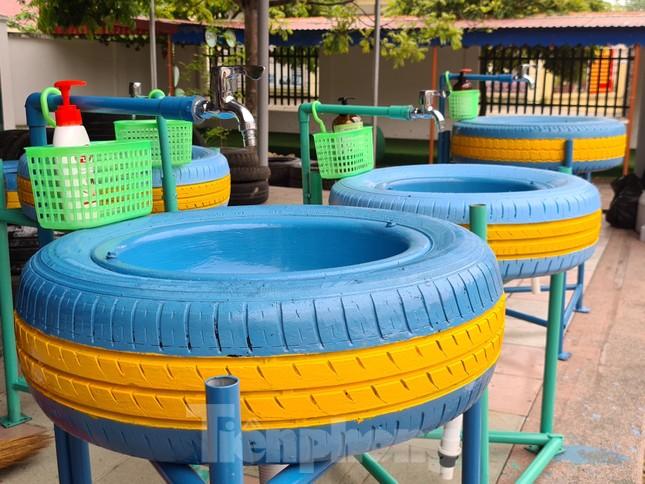'Biến' lốp xe thành bồn rửa tay công cộng chống COVID-19 ảnh 1