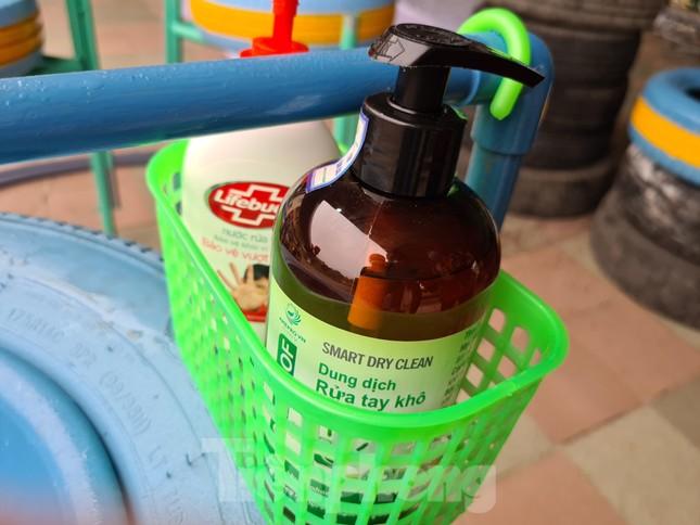 'Biến' lốp xe thành bồn rửa tay công cộng chống COVID-19 ảnh 5