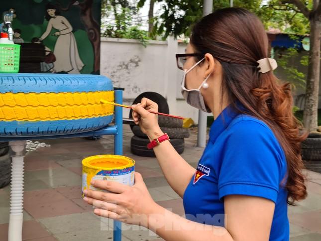 'Biến' lốp xe thành bồn rửa tay công cộng chống COVID-19 ảnh 4