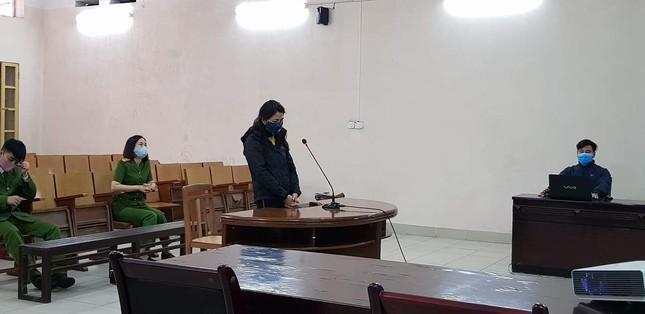 Người phụ nữ từ chối đo thân nhiệt, giật khẩu trang, tát công an lãnh án 6 tháng tù treo ảnh 1