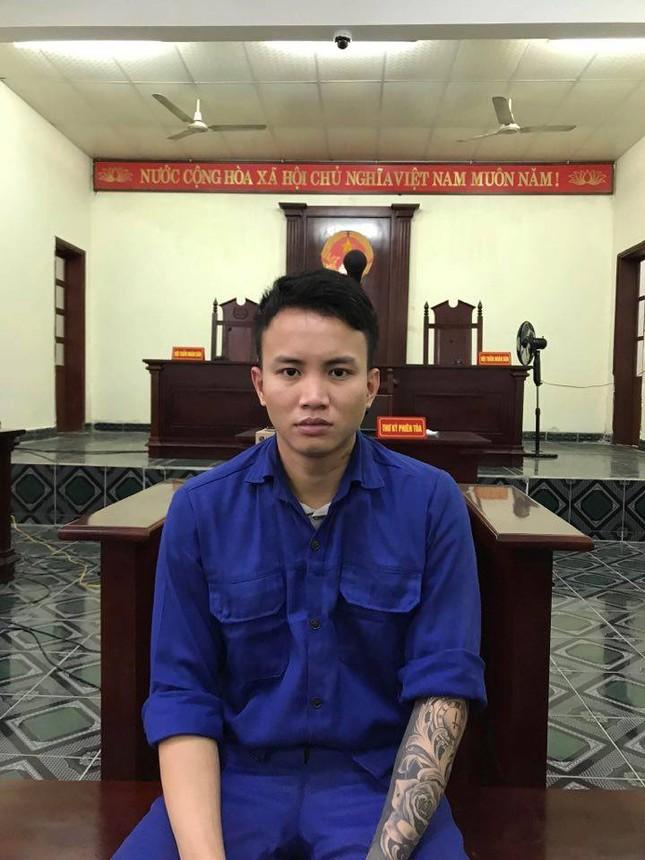 Nam thanh niên lao xe đâm gẫy tay chiễn sĩ công an lãnh 36 tháng tù ảnh 1