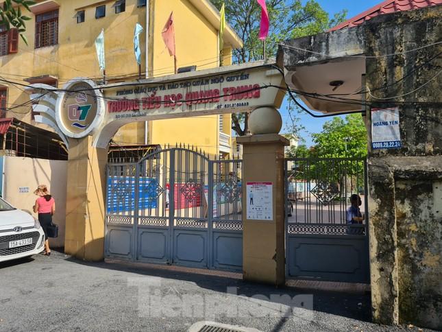 Học sinh bị đưa ra cổng đứng nắng, Chủ tịch TP Hải Phòng xuống tận trường xử lý ảnh 4