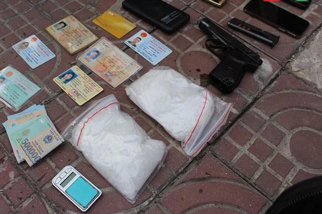 Tội phạm ma túy 'găm' theo súng đạn khi đi 'áp tải hàng' ảnh 2