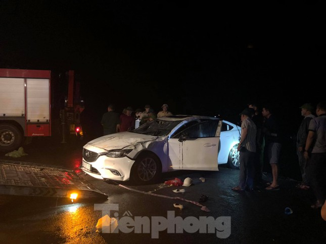 Vụ xe ô tô lao xuống vịnh Hạ Long: 3/4 nạn nhân mắc kẹt đã tử vong ảnh 1