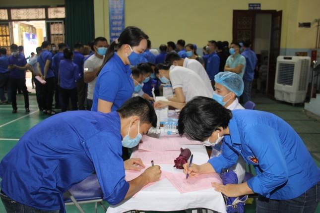Hàng trăm đoàn viên Tập đoàn Than TKV hiến máu tình nguyện ảnh 3