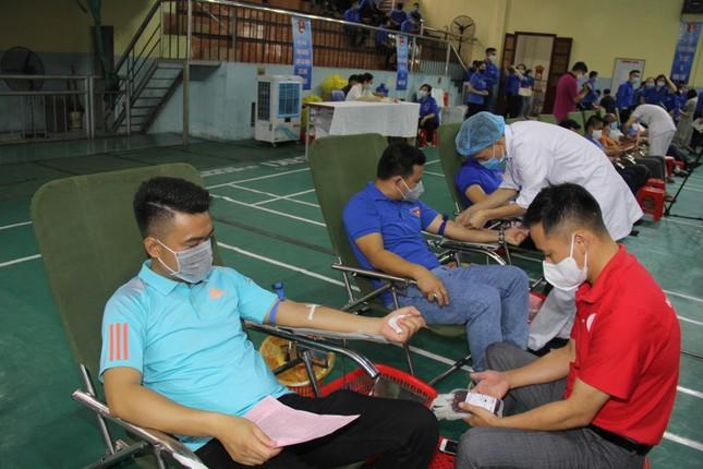 Hàng trăm đoàn viên Tập đoàn Than TKV hiến máu tình nguyện ảnh 1