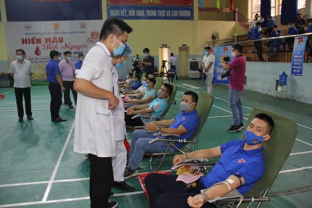 Hàng trăm đoàn viên Tập đoàn Than TKV hiến máu tình nguyện ảnh 2