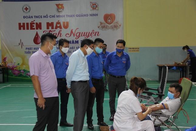 Hàng trăm đoàn viên Tập đoàn Than TKV hiến máu tình nguyện ảnh 4