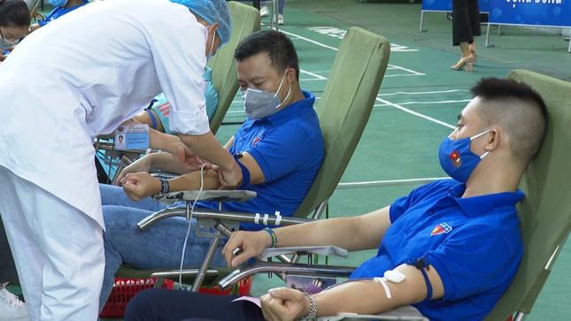 Hàng trăm đoàn viên Tập đoàn Than TKV hiến máu tình nguyện ảnh 5