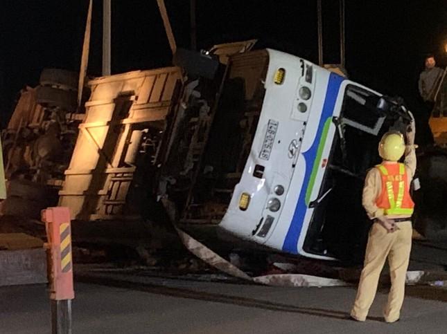 Tai nạn giao thông nghiêm trọng 1 người chết, 15 người bị thương ảnh 1
