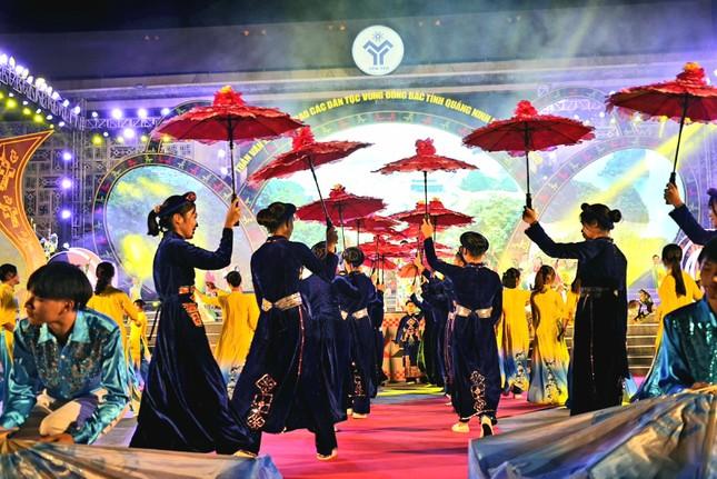 Rực rỡ sắc màu các dân tộc vùng Đông Bắc tỉnh Quảng Ninh ảnh 3