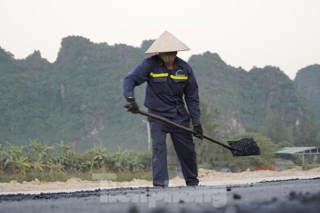 Trên công trường thi công đường bao biển hơn 2.000 tỷ nối TP Hạ Long - Cẩm Phả ảnh 8