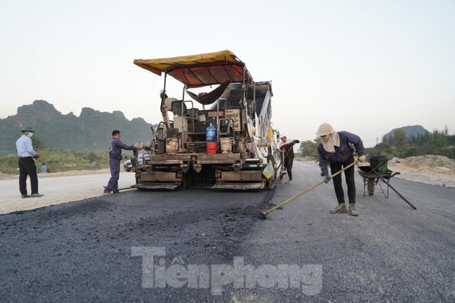 Trên công trường thi công đường bao biển hơn 2.000 tỷ nối TP Hạ Long - Cẩm Phả ảnh 9