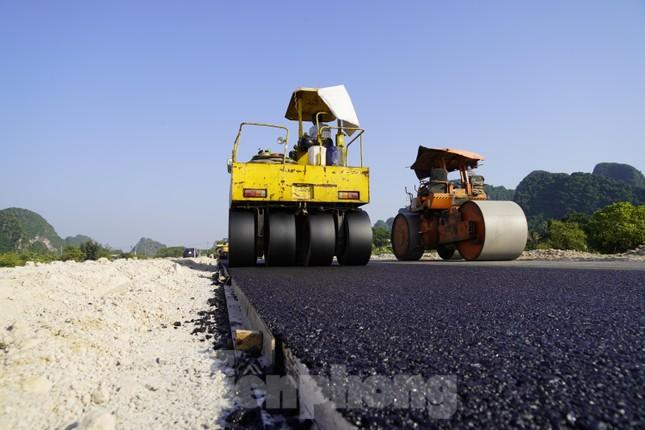 Trên công trường thi công đường bao biển hơn 2.000 tỷ nối TP Hạ Long - Cẩm Phả ảnh 7