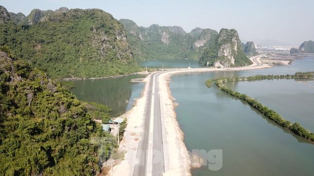 Trên công trường thi công đường bao biển hơn 2.000 tỷ nối TP Hạ Long - Cẩm Phả ảnh 2