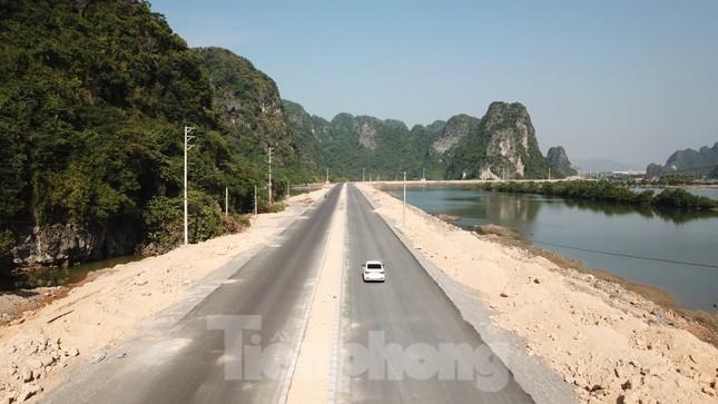 Trên công trường thi công đường bao biển hơn 2.000 tỷ nối TP Hạ Long - Cẩm Phả ảnh 3