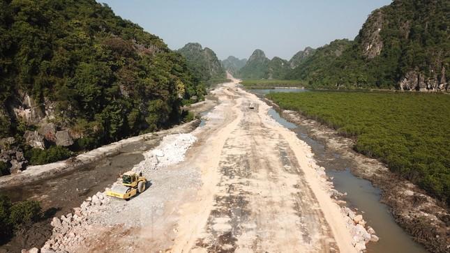 Trên công trường thi công đường bao biển hơn 2.000 tỷ nối TP Hạ Long - Cẩm Phả ảnh 4