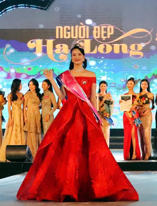 Cô gái 22 tuổi đăng quang Người đẹp Hạ Long 2020 ảnh 4