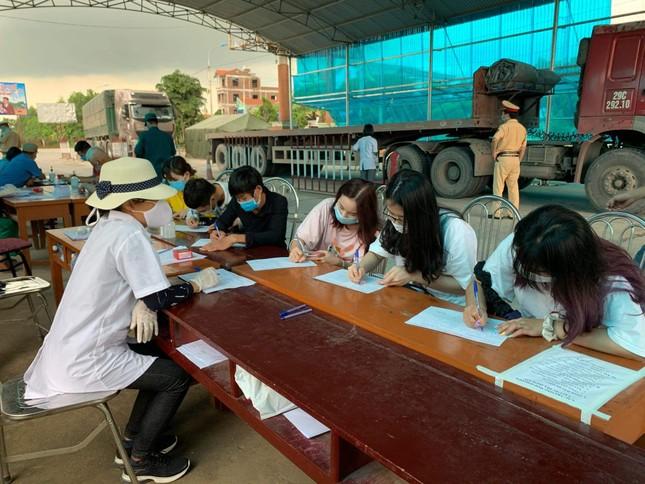 Thông tin mới nhất về số ca mắc COVID-19 và gần 7.000 người liên quan tại Quảng Ninh ảnh 1