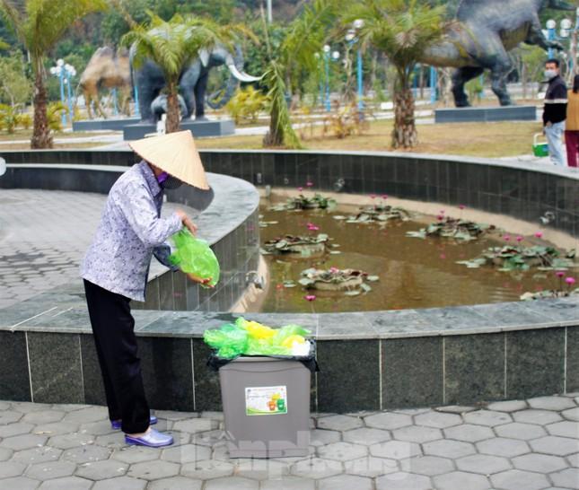 Hạ Long: Cá chép tăng giá, dân dùng cá giấy tiễn ông Táo về trời ảnh 8