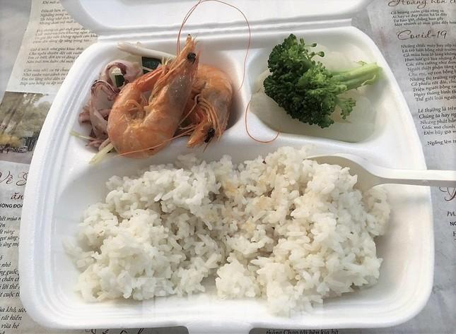 Công an, Thanh tra vào cuộc vụ bữa ăn bị 'cắt xén' trong khu cách ly ở Quảng Ninh ảnh 1